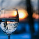 stikline vanduo atspindys