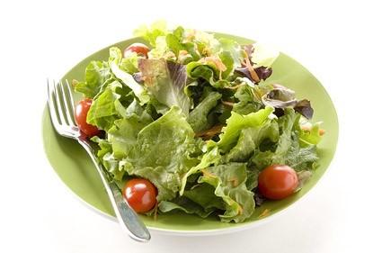 vegetariskos darzoviu salotos lekste